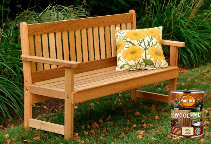 Для защиты садовой мебели используют деревозащитное масло Pinotex Wood Oil